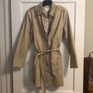 Belted trench coat. Size L.